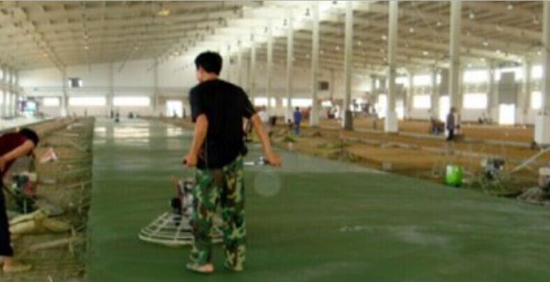 Emery wear-resistant floor material