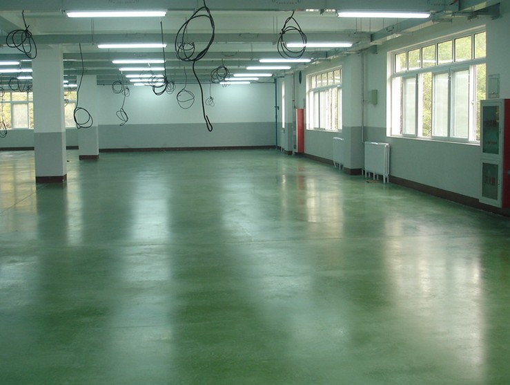 Emery wear-resistant floor material